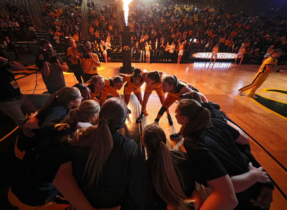The Hawkeyes huddle before their game at Carver-Hawkeye Arena in Iowa City on Thursday, January 23, 2020. (Stephen Mally/hawkeyesports.com)