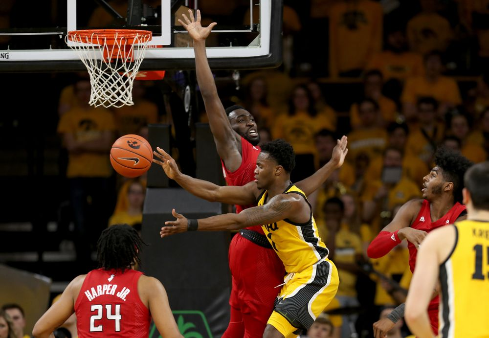 Iowa Hawkeyes guard Joe Toussaint (1) dishes off a pass against the Rutgers Scarlet Knights  Wednesday, January 22, 2020 at Carver-Hawkeye Arena. (Brian Ray/hawkeyesports.com)