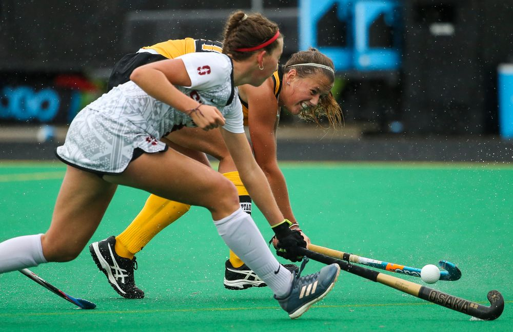 Iowa Hawkeyes midfielder Sophie Sunderland (20) passes the ball during a game against Stanford at Grant Field on October 7, 2018. (Tork Mason/hawkeyesports.com)