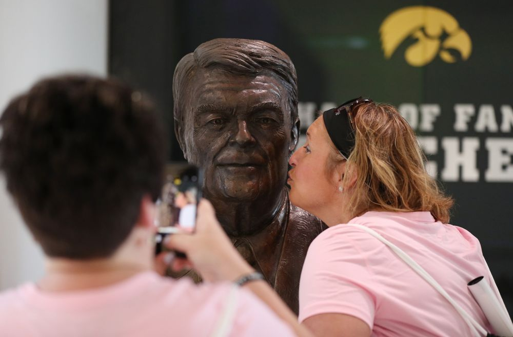A women kisses the bust of Hayden Fry during the 2019 Iowa Ladies Football Academy Saturday, June 8, 2019 at the Hansen Football Performance Center. (Brian Ray/hawkeyesports.com)