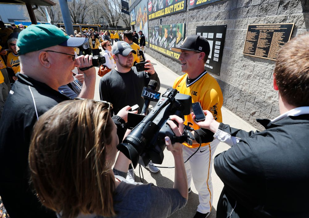 Iowa Hawkeyes catcher Tyler Cropley (5) against the Michigan Wolverines Sunday, April 29, 2018 at Duane Banks Field. (Brian Ray/hawkeyesports.com)