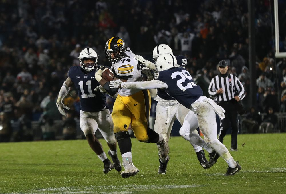 Iowa Hawkeyes offensive lineman Tristan Wirfs (74) against the Penn State Nittany Lions Saturday, October 27, 2018 at Beaver Stadium in University Park, Pa. (Brian Ray/hawkeyesports.com)