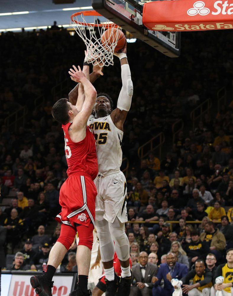 Iowa Hawkeyes forward Tyler Cook (25) dunks the ball against the Ohio State Buckeyes Saturday, January 12, 2019 at Carver-Hawkeye Arena. (Brian Ray/hawkeyesports.com)