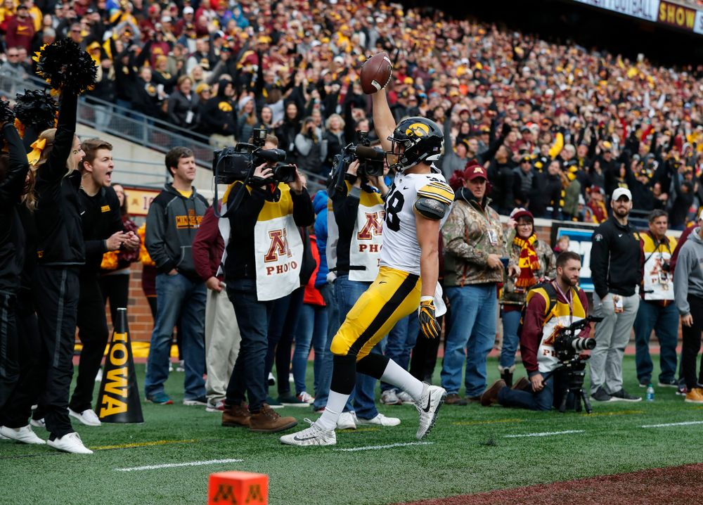 Iowa Hawkeyes tight end T.J. Hockenson (38) scores on a fake field goal against the Minnesota Golden Gophers Saturday, October 6, 2018 at TCF Bank Stadium. (Brian Ray/hawkeyesports.com)