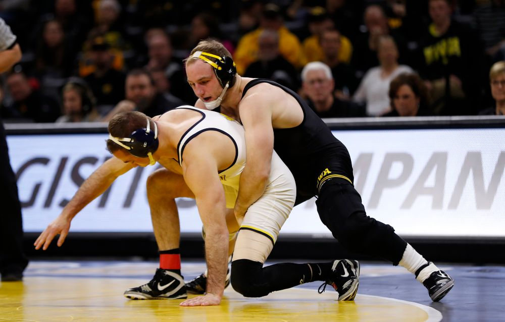 Iowa's Alex Marinelli against Michigan's Logan Massa at 165 pounds