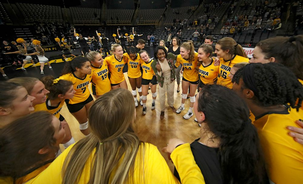 Iowa head coach Vicki Brown talks with her team after winning their match at Carver-Hawkeye Arena in Iowa City on Sunday, Oct 20, 2019. (Stephen Mally/hawkeyesports.com)