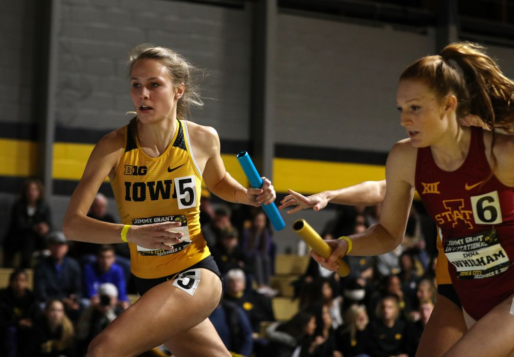 Iowa's Payton Wensel runs the anchor leg of the 4x400 meter relay during the Jimmy Grant Invitational Saturday, December 8, 2018 at the Recreation Building. (Brian Ray/hawkeyesports.com)