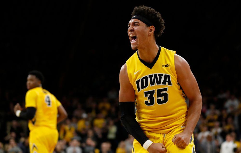 Iowa Hawkeyes forward Cordell Pemsl (35)
