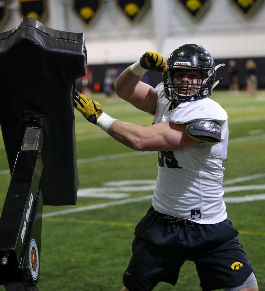 Iowa Hawkeyes linebacker Nate Wieland (29)