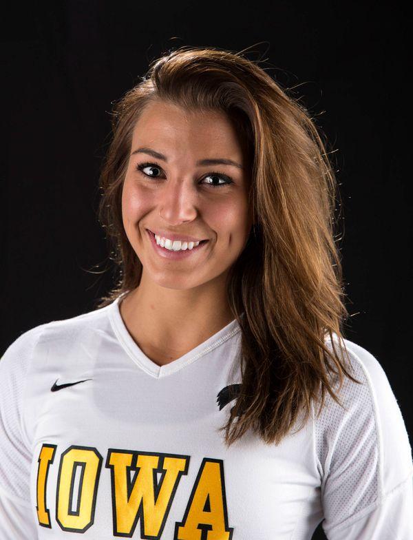 Julianne Blomberg - Volleyball - University of Iowa Athletics