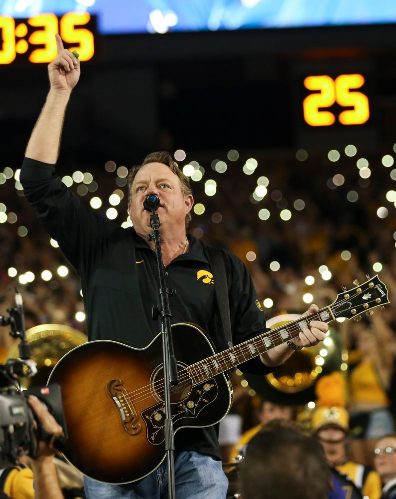 """Singer Pat Green performs """"Wave on Wave"""" at halftime during a game against Northern Iowa at Kinnick Stadium on September 15, 2018. (Tork Mason/hawkeyesports.com)"""