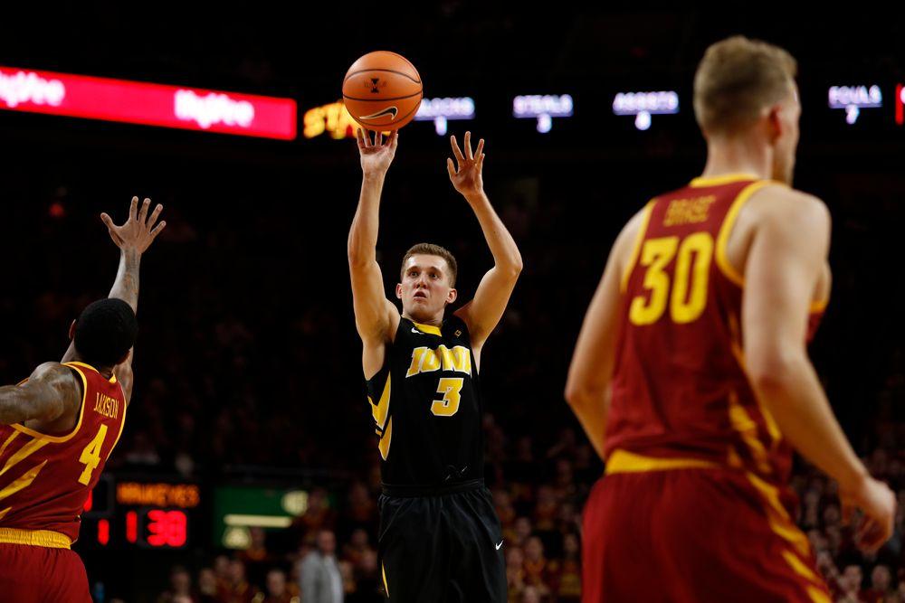 Iowa Hawkeyes guard Jordan Bohannon (3)