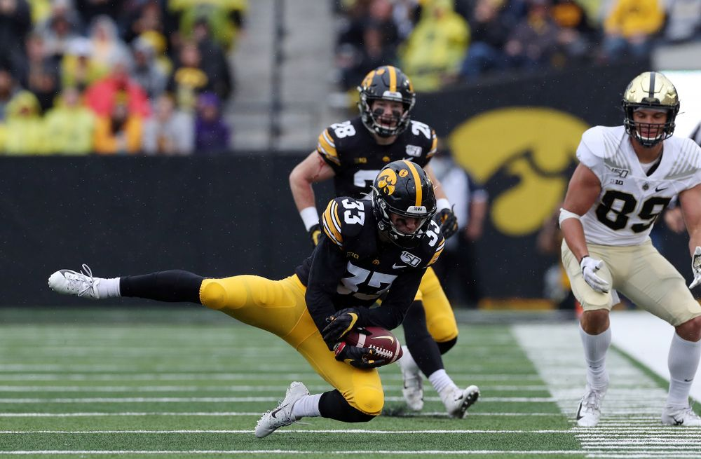 Iowa Hawkeyes defensive back Riley Moss (33) knocks down a pass against the Purdue Boilermakers Saturday, October 19, 2019 at Kinnick Stadium. (Brian Ray/hawkeyesports.com)