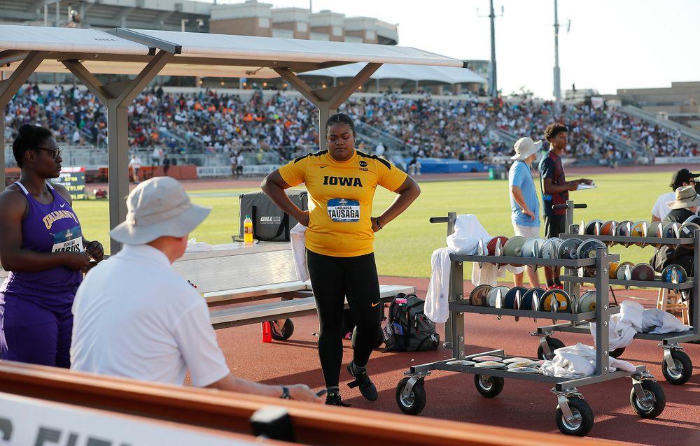 Laulauga Tausaga pacing during Round 6