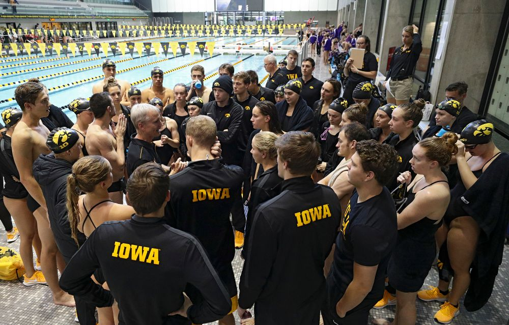 Iowa head coach Marc Long talks with his team before their meet against Michigan State and Northern Iowa at the Campus Recreation and Wellness Center in Iowa City on Friday, Oct 4, 2019. (Stephen Mally/hawkeyesports.com)