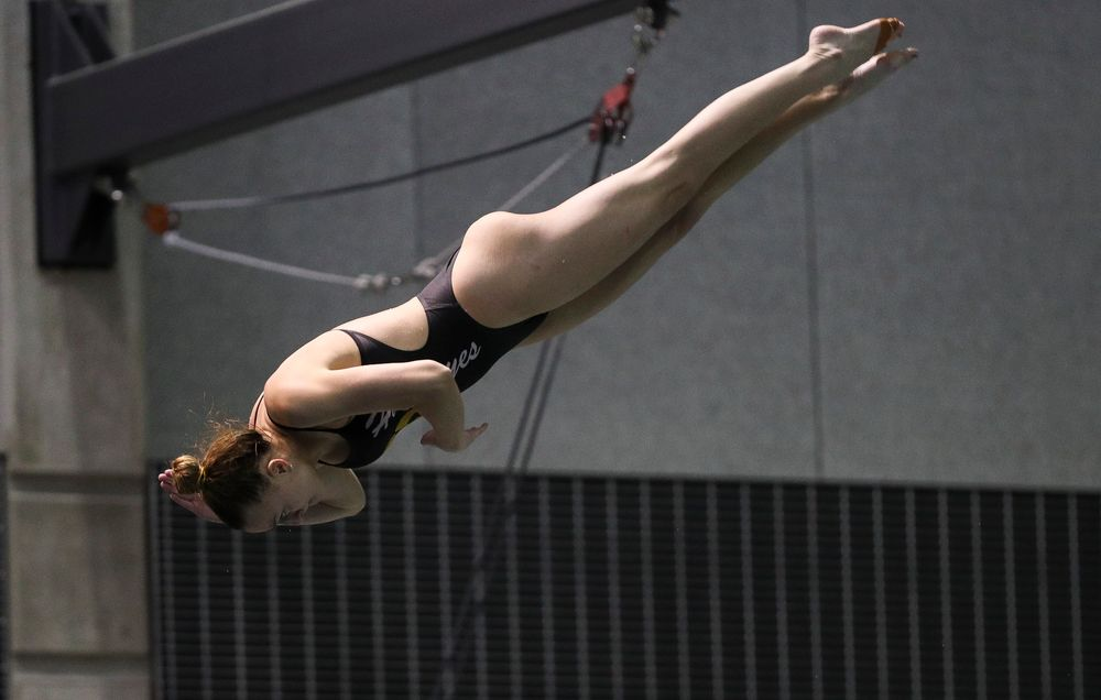 Iowa's Sam Tomborski competes in the 3-meter springboard competition during the third day of the Hawkeye Invitational at the Campus Recreation and Wellness Center on November 16, 2018. (Tork Mason/hawkeyesports.com)