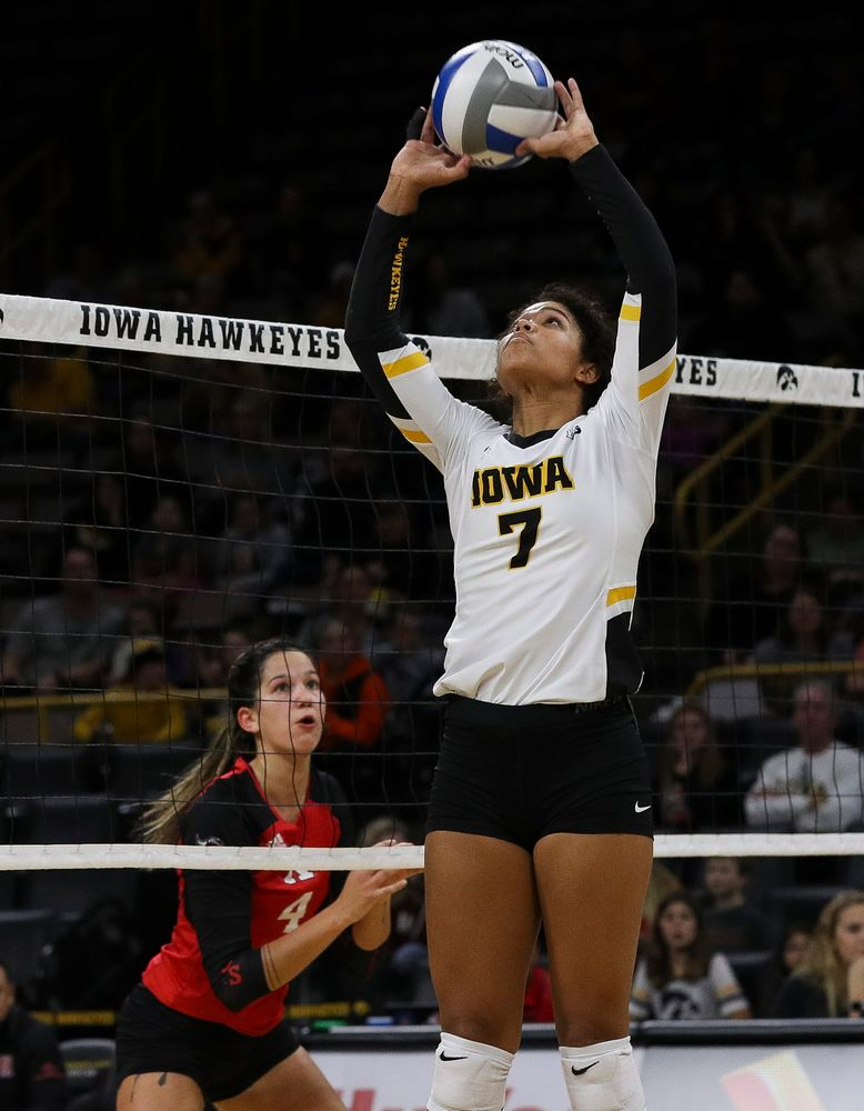 Iowa Hawkeyes setter Brie Orr (7) sets the ball during a match against Rutgers at Carver-Hawkeye Arena on November 2, 2018. (Tork Mason/hawkeyesports.com)