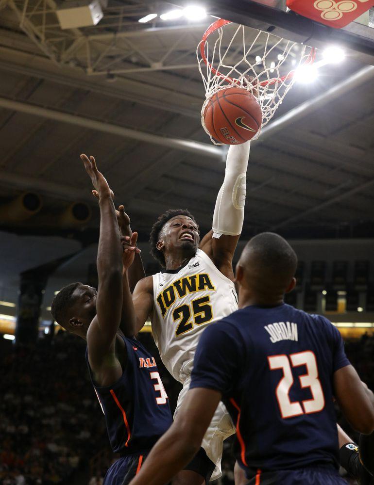 Iowa Hawkeyes forward Tyler Cook (25) dunks the ball against the Illinois Fighting Illini Sunday, January 20, 2019 (Brian Ray/hawkeyesports.com)