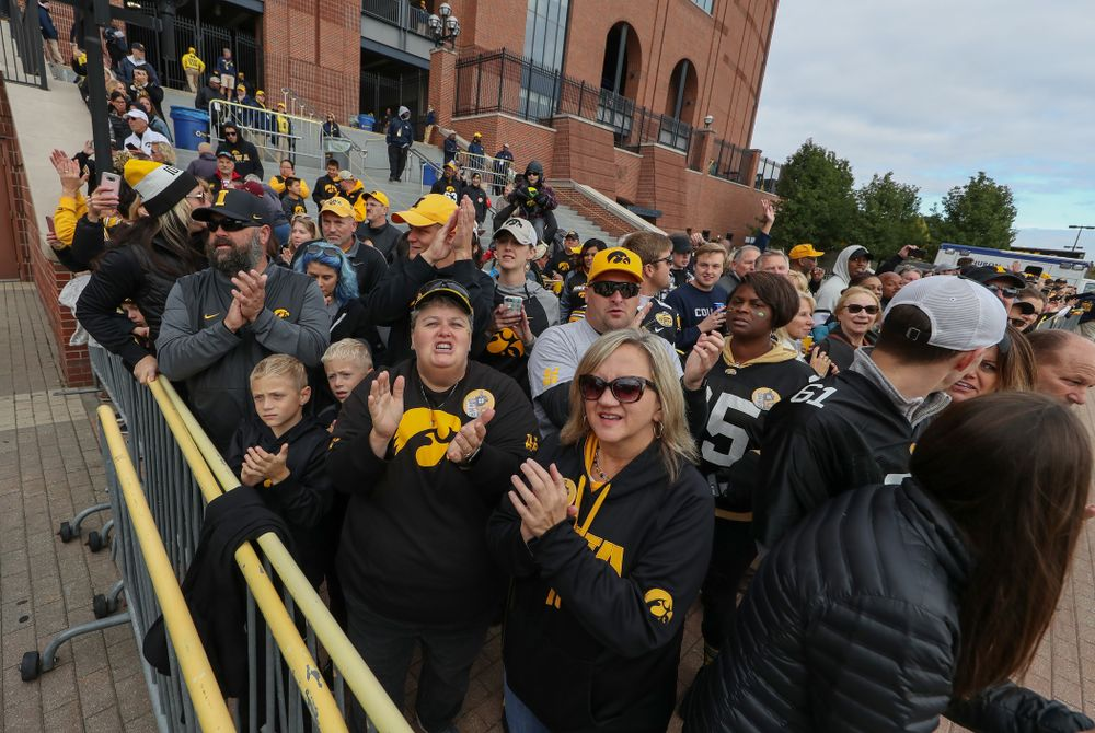 Fans cheer for the Iowa Hawkeyes as they arrive for their game against the Michigan Wolverines Saturday, October 5, 2019 at Michigan Stadium in Ann Arbor, MI. (Brian Ray/hawkeyesports.com)
