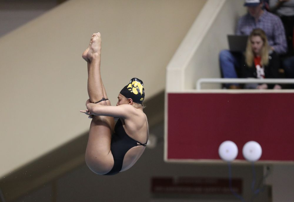 Iowa's Jolynn Harris competes on the 1-meter springboard during the 2019 Women's Big Ten Swimming and Diving meet Thursday, February 21, 2019 in Bloomington, Indiana. (Brian Ray/hawkeyesports.com)