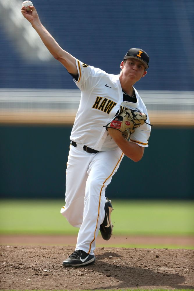Iowa Hawkeyes pitcher Grant Judkins (7) against the Ohio State Buckeyes in the second round of the Big Ten Baseball Tournament  Thursday, May 24, 2018 at TD Ameritrade Park in Omaha, Neb. (Brian Ray/hawkeyesports.com)