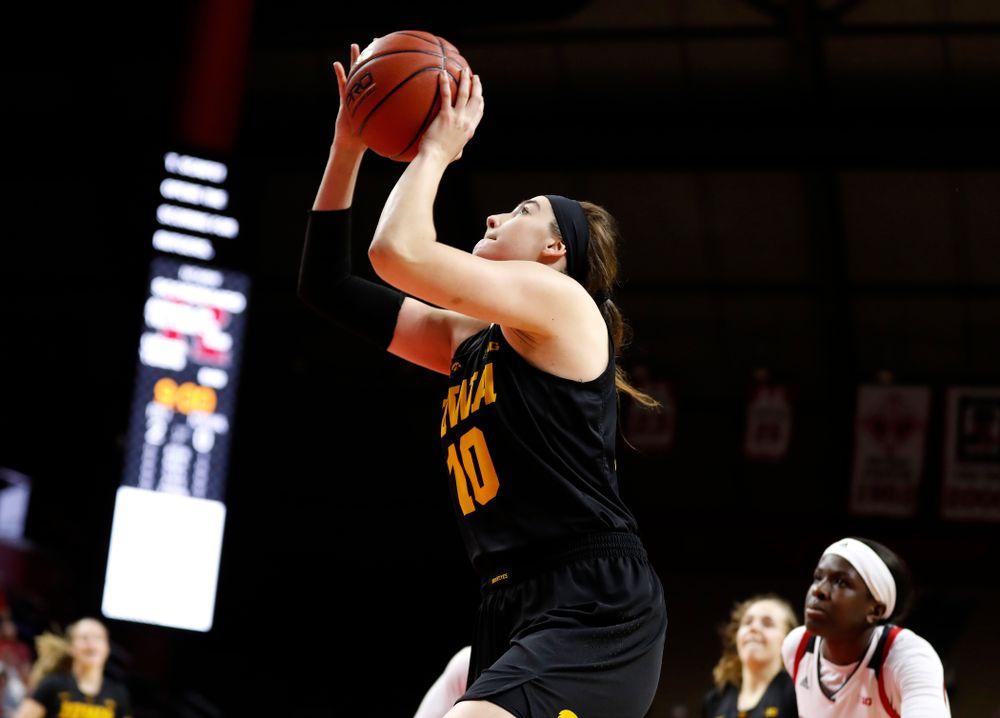 Iowa Hawkeyes forward Megan Gustafson (10) sets the single season scoring record