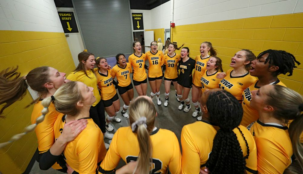 The Iowa Hawkeyes huddle before their match at Carver-Hawkeye Arena in Iowa City on Sunday, Oct 20, 2019. (Stephen Mally/hawkeyesports.com)