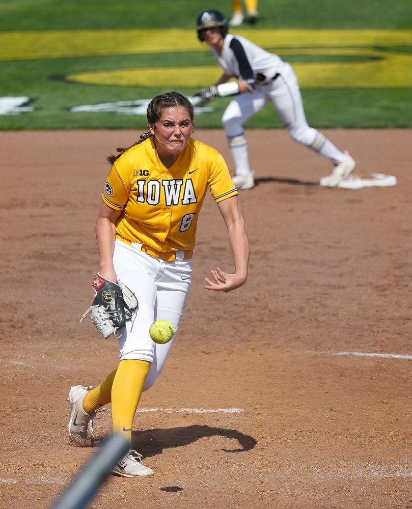 Iowa Hawkeyes pitcher Lauren Shaw (8)