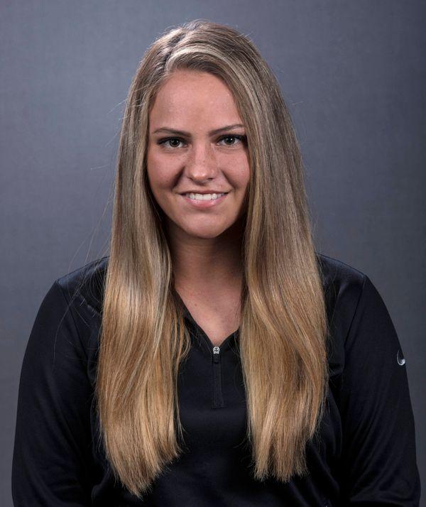Daniela Chambers - Softball - University of Iowa Athletics
