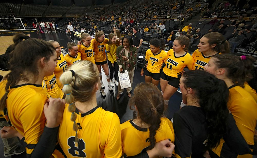 Iowa head coach Vicki Brown talks with her team before their match at Carver-Hawkeye Arena in Iowa City on Sunday, Oct 20, 2019. (Stephen Mally/hawkeyesports.com)
