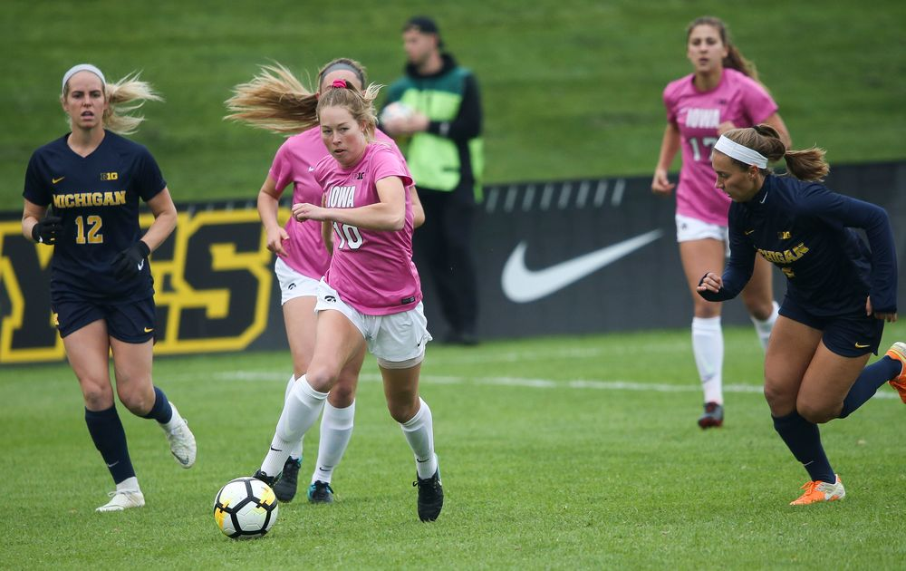 Iowa Hawkeyes midfielder Natalie Winters (10) dribbles the ball during a game against Michigan at the Iowa Soccer Complex on October 14, 2018. (Tork Mason/hawkeyesports.com)