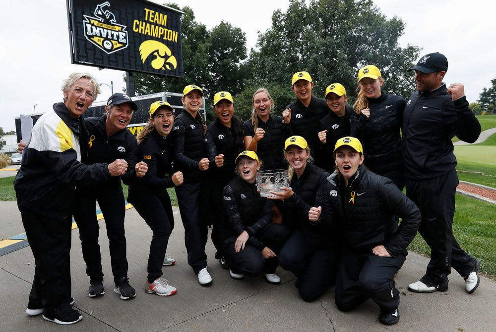 The Iowa women's golf team poses for a photo after winning the Diane Thomason Invitational after the final round of the Diane Thomason Invitational at Finkbine Golf Course on September 30, 2018. (Tork Mason/hawkeyesports.com)