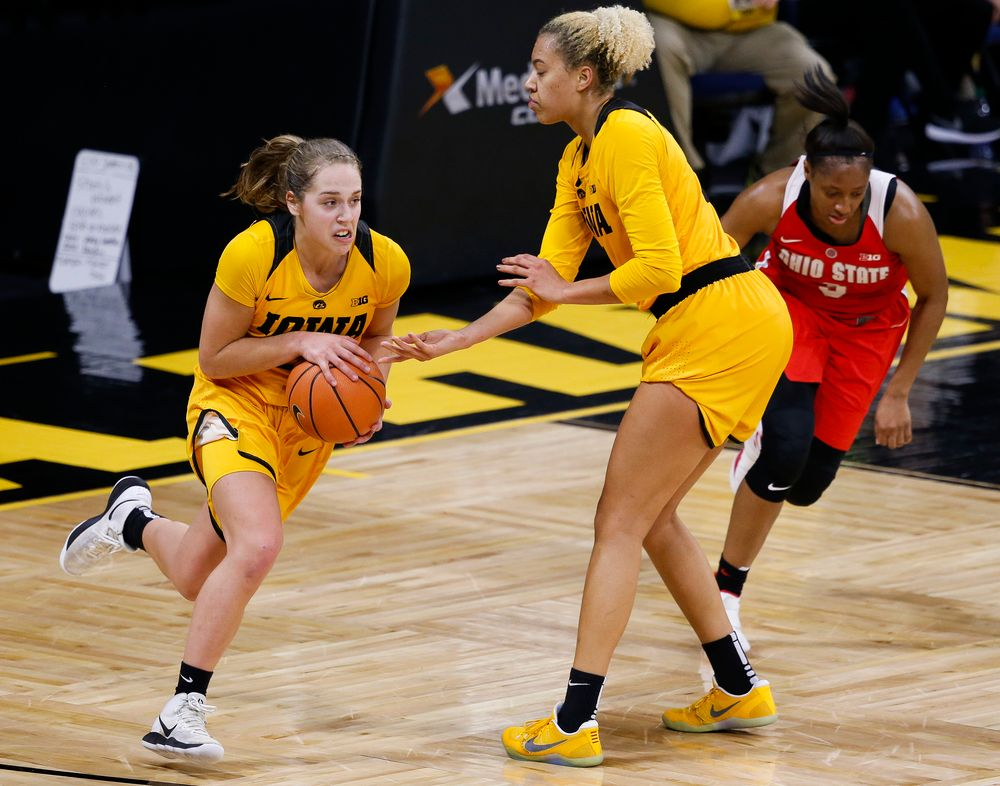 Iowa Hawkeyes guard Kathleen Doyle (22) takes a handoff from Iowa Hawkeyes forward Chase Coley (4) during a game against the Ohio State Buckeyes at Carver-Hawkeye Arena on January 25, 2018. (Tork Mason/hawkeyesports.com)