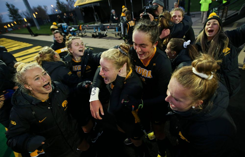 Members of the Iowa Hawkeyes field hockey team celebrate after a 3-2 win against No. 6 Penn State at Grant Field on October 12, 2018. (Tork Mason/hawkeyesports.com)