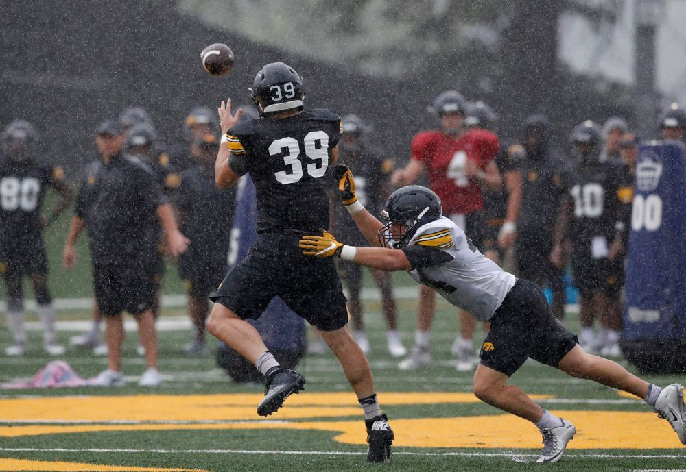Iowa Hawkeyes tight end Nate Wieting (39) during camp practice No. 15  Monday, August 20, 2018 at the Hansen Football Performance Center. (Brian Ray/hawkeyesports.com)