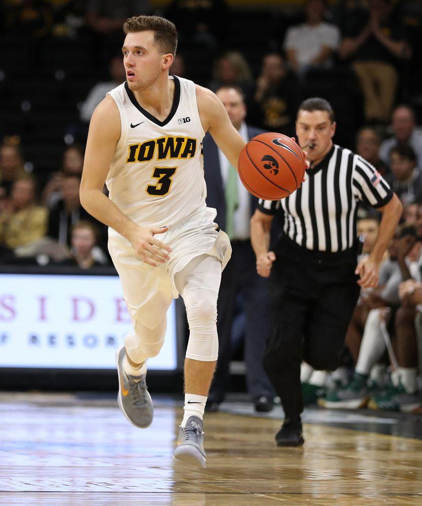 Iowa Hawkeyes guard Jordan Bohannon (3) against UW Green Bay Sunday, November 11, 2018 at Carver-Hawkeye Arena. (Brian Ray/hawkeyesports.com)