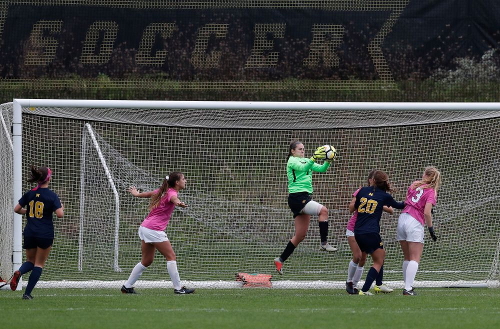 Iowa Hawkeyes Claire Graves (1) against Michigan Sunday, October 14, 2018 at the Iowa Soccer Complex. (Brian Ray/hawkeyesports.com)