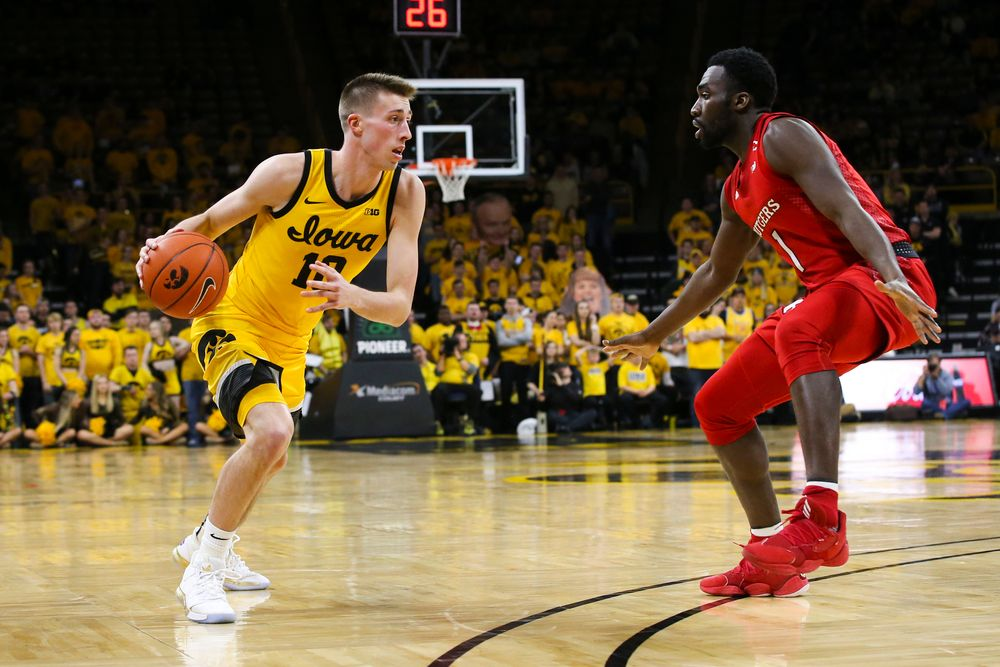 Iowa Hawkeyes guard Joe Wieskamp (10) drives to the hoop during the Iowa men's basketball game vs Rutgers on Wednesday, January 22, 2020 at Carver-Hawkeye Arena. (Lily Smith/hawkeyesports.com)