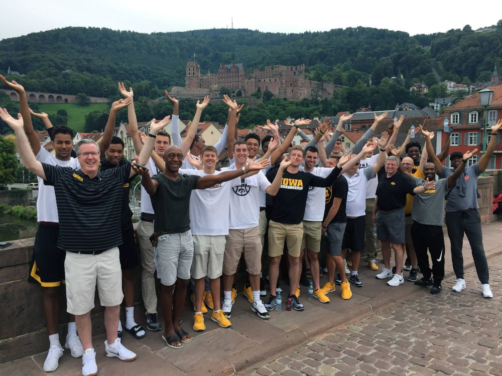 Team photo with Heidelberg Castle in the background