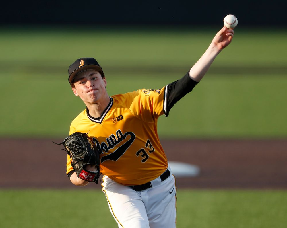 Iowa Hawkeyes pitcher Jack Dreyer (33) against the Penn State Nittany Lions Saturday, May 19, 2018 at Duane Banks Field. (Brian Ray/hawkeyesports.com)