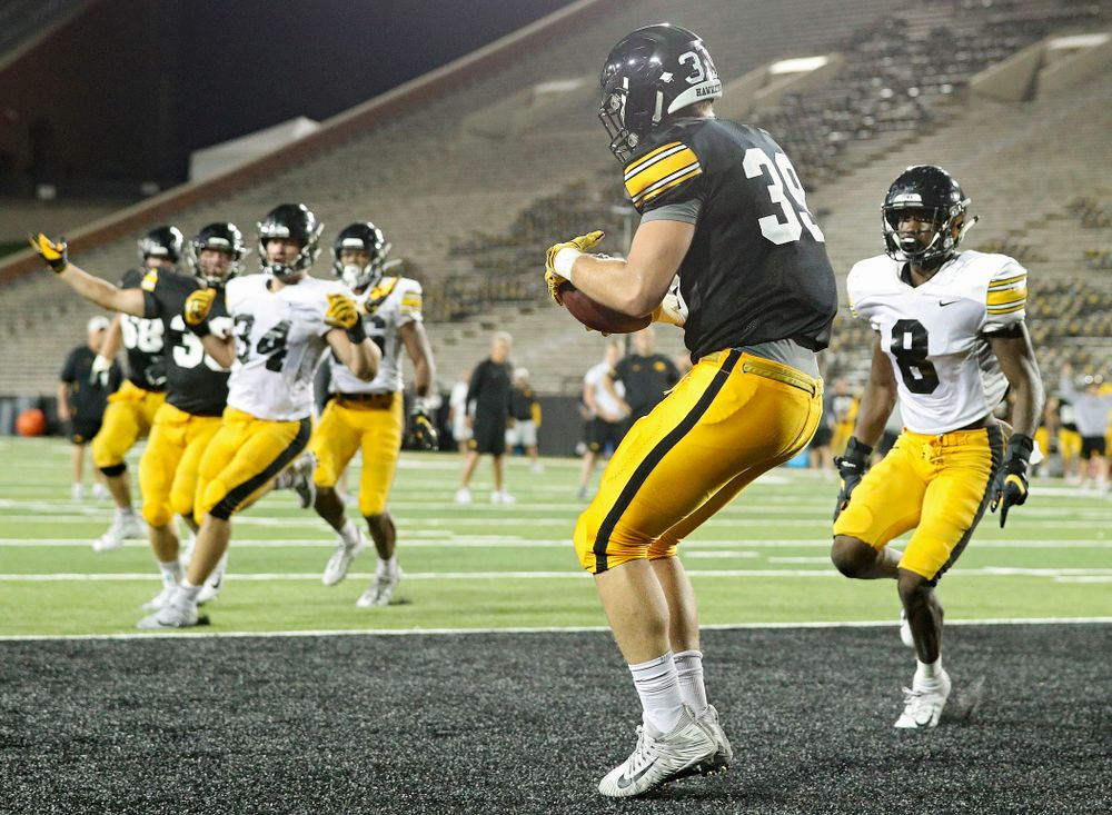 Iowa Hawkeyes tight end Nate Wieting (39) pulls in a pass for a touchdown during Fall Camp Practice No. 12 at Kinnick Stadium in Iowa City on Thursday, Aug 15, 2019. (Stephen Mally/hawkeyesports.com)