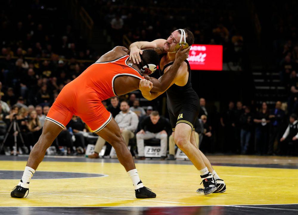 Iowa's Joey Gunther Wrestles Oklahoma State's Jacobe Smith at 174 pounds