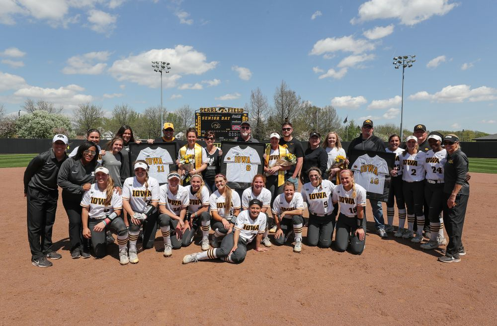 Iowa Hawkeyes seniors Mallory Kilian (11), Erin Riding (6) and Brooke Rozier pose for a photo with the rest of the team during senior day festivities following their game against the Ohio State Buckeyes on senior day Sunday, May 5, 2019 at Pearl Field. (Brian Ray/hawkeyesports.com)