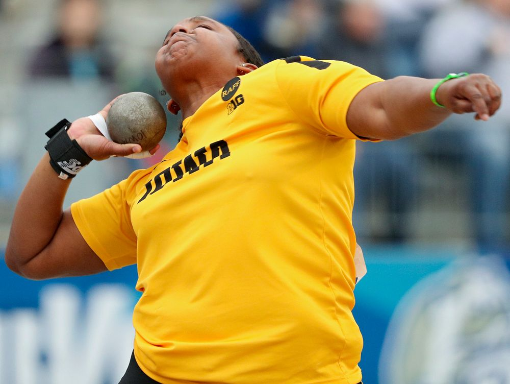Iowa's Nia Britt throws in the women's shot put event during the second day of the Drake Relays at Drake Stadium in Des Moines on Friday, Apr. 26, 2019. (Stephen Mally/hawkeyesports.com)