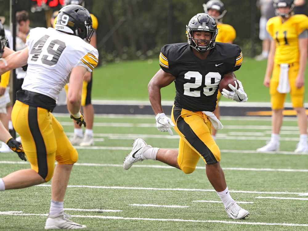 Iowa Hawkeyes running back Toren Young (28) tries to get around the end as linebacker Nick Niemann (49) closes in during Fall Camp Practice No. 11 at the Hansen Football Performance Center in Iowa City on Wednesday, Aug 14, 2019. (Stephen Mally/hawkeyesports.com)