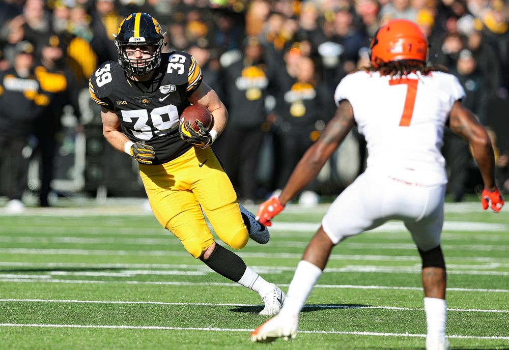 Iowa Hawkeyes tight end Nate Wieting (39) runs after pulling in a pass during the first quarter of their game at Kinnick Stadium in Iowa City on Saturday, Nov 23, 2019. (Stephen Mally/hawkeyesports.com)