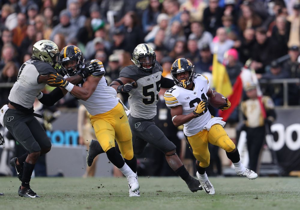 Iowa Hawkeyes running back Ivory Kelly-Martin (21) and tight end Noah Fant (87) against the Purdue Boilermakers Saturday, November 3, 2018 Ross Ade Stadium in West Lafayette, Ind. (Brian Ray/hawkeyesports.com)