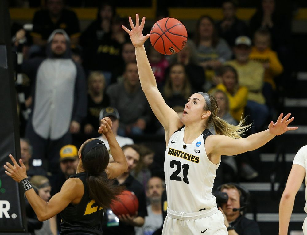 Iowa Hawkeyes forward Hannah Stewart (21) steals a pass during the third quarter of their second round game in the 2019 NCAA Women's Basketball Tournament at Carver Hawkeye Arena in Iowa City on Sunday, Mar. 24, 2019. (Stephen Mally for hawkeyesports.com)