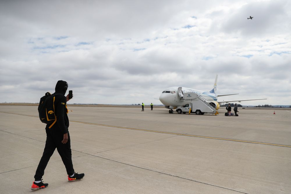 Iowa Hawkeyes guard Isaiah Moss (4) boards a flight to Columbus for the first and second rounds of the 2019 NCAA Men's Basketball Tournament Wednesday, March 20, 2019 at the Eastern Iowa Airport. (Brian Ray/hawkeyesports.com)