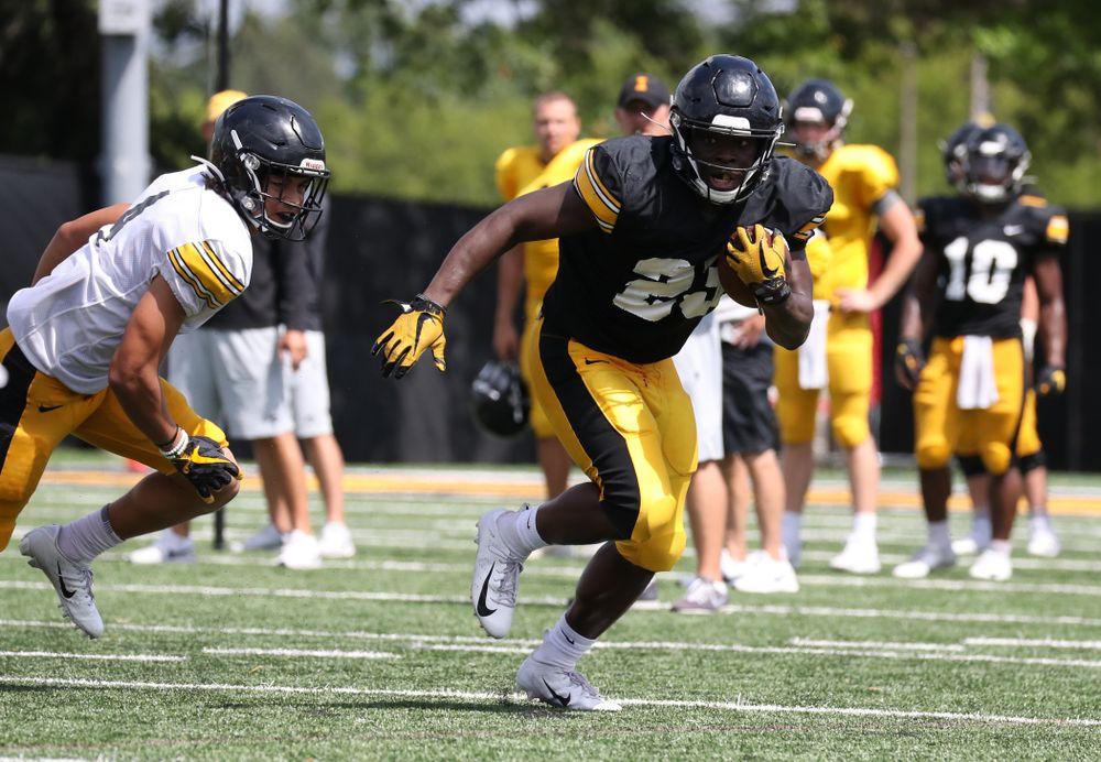 Iowa Hawkeyes running back Shadrick Byrd (23)